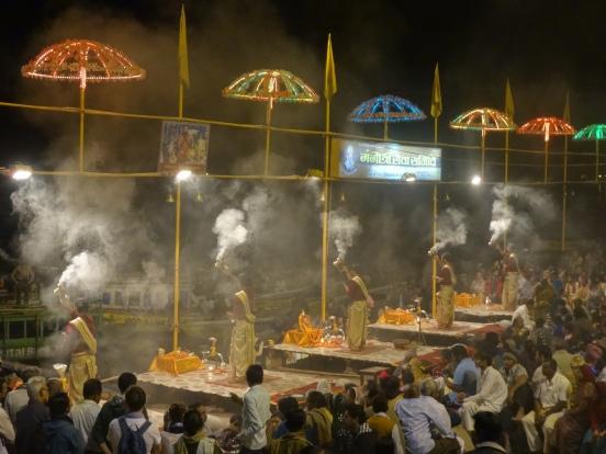 prêtres du ganga aarti