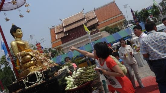 Les bouddhas aspergés