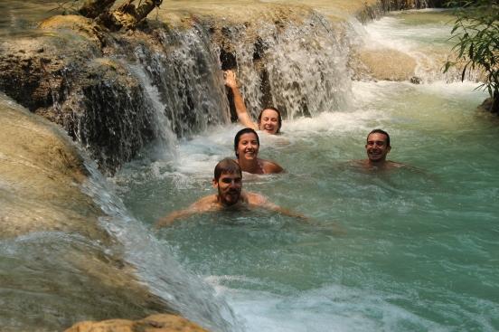 Plouf dans la cascade de Kuang Si