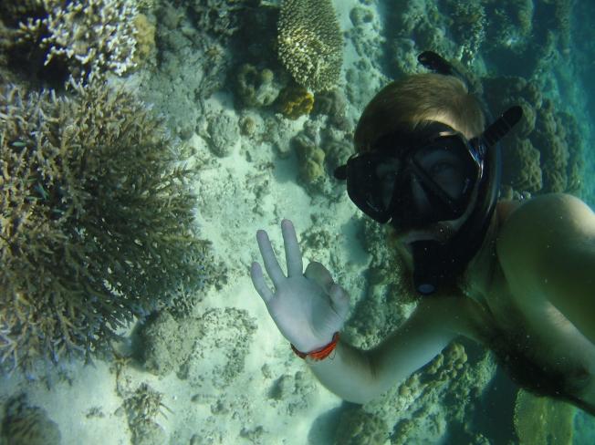 Maxime fait du snorkeling