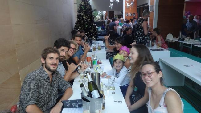 Toute l'équipe du Bacino Bar : Alberto, Anna, Fletch, Sam, Jen et leurs filles, Elisa