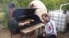 Maxi surveille l'asado