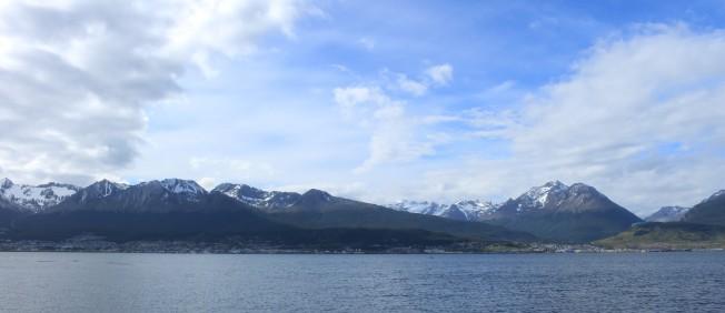 Vue d'Ushuaia depuis le canal de Beagle