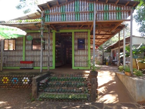 Arg - Iguazu - La maison en bouteilles (5)