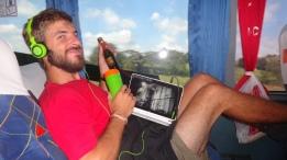 Bre - Rio - Anniv dans le bus (4)