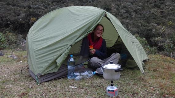 Camping sauvage pour la première nuit, près de