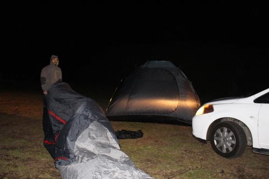 2016-07 - Taranaki -  Montage de la tente (2)